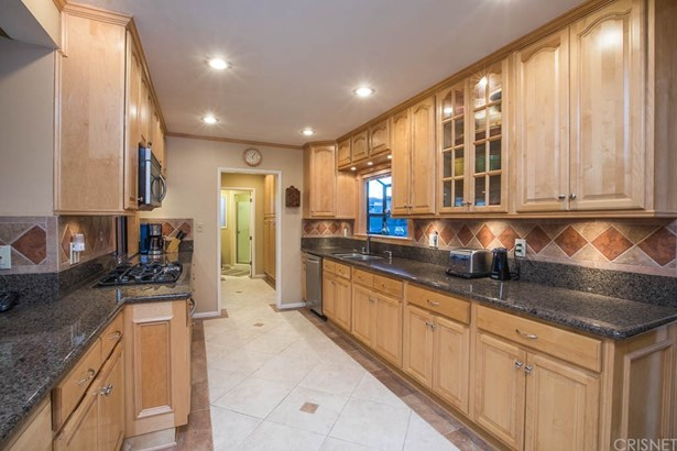 Contemporary,Modern, Single Family Residence - Northridge, CA (photo 3)