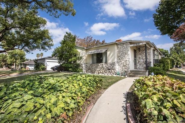Single Family Residence - Van Nuys, CA (photo 1)