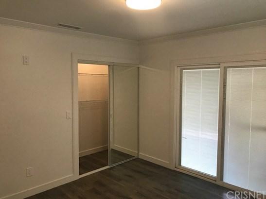 Contemporary,Modern, Single Family Residence - Los Angeles, CA (photo 3)