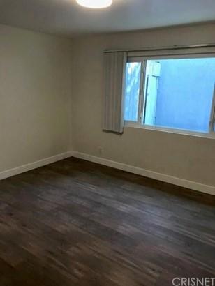 Apartment - Los Angeles, CA (photo 3)