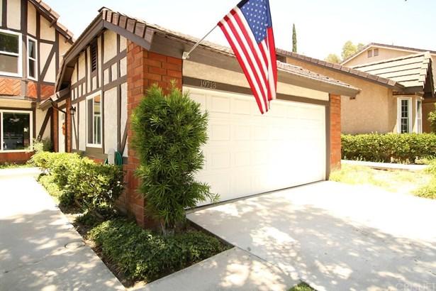Single Family Residence - Canyon Country, CA (photo 2)