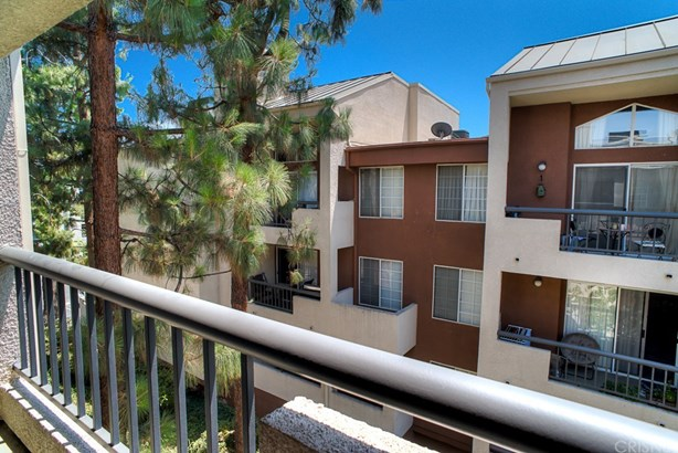 Condominium - Woodland Hills, CA (photo 5)