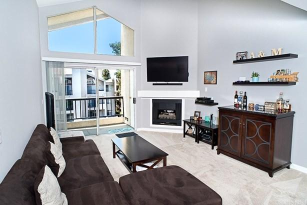 Condominium - Woodland Hills, CA