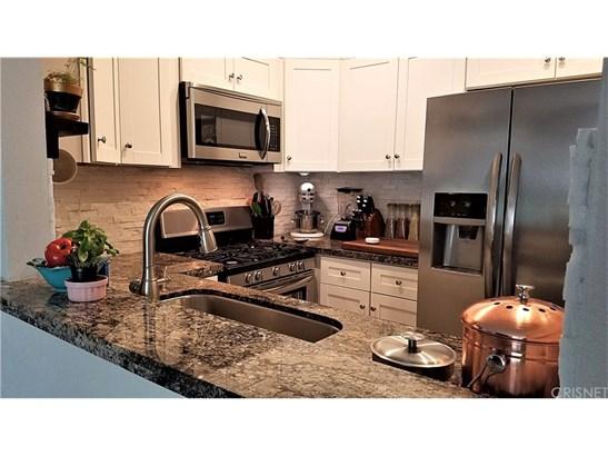 Condominium, Contemporary - Valencia, CA (photo 2)