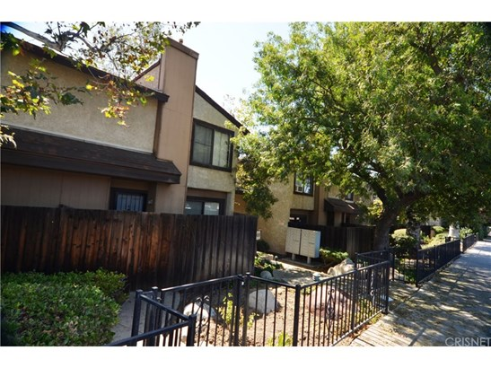 Townhouse, Traditional - North Hills, CA (photo 1)
