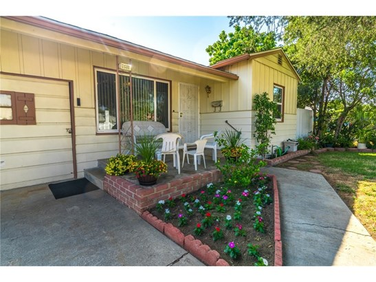 Single Family Residence, Cottage,Traditional - Reseda, CA (photo 2)
