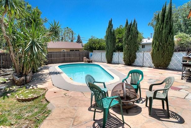 Single Family Residence, Traditional - Granada Hills, CA (photo 4)