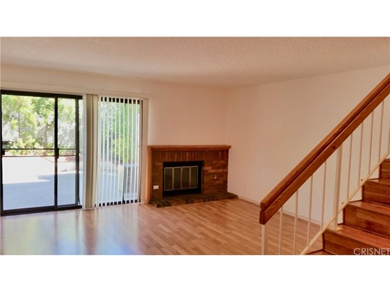 Townhouse, Traditional - Porter Ranch, CA (photo 2)