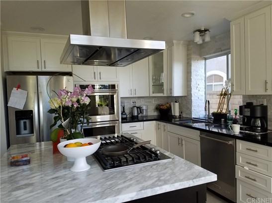 Contemporary,Mediterranean, Single Family Residence - Porter Ranch, CA (photo 5)
