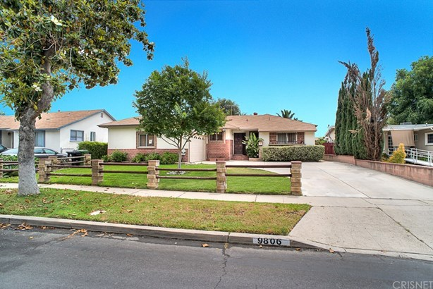 Single Family Residence, Traditional - North Hills, CA (photo 1)