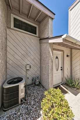 Townhouse, Traditional - Newhall, CA (photo 3)