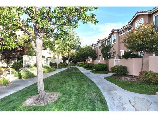 Condominium, Contemporary - Stevenson Ranch, CA (photo 3)