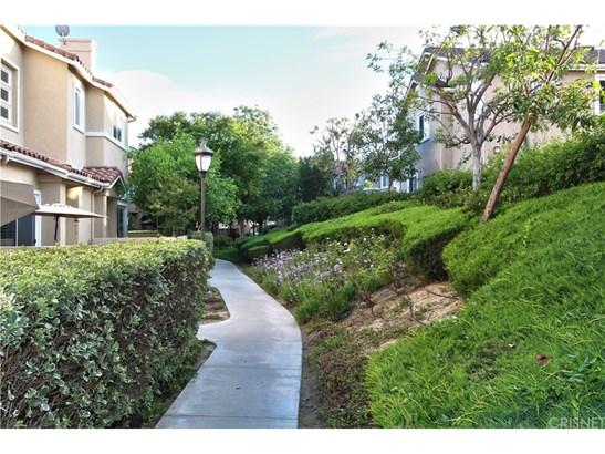Condominium, Contemporary - Stevenson Ranch, CA (photo 4)