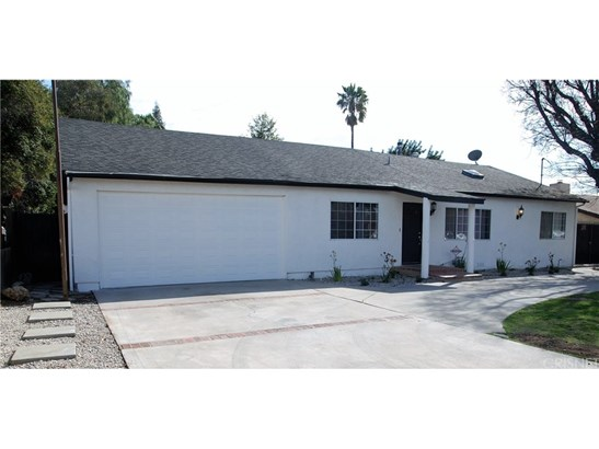Single Family Residence, Traditional - Reseda, CA (photo 2)