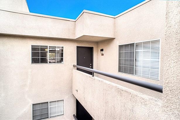 Condominium - Woodland Hills, CA (photo 2)