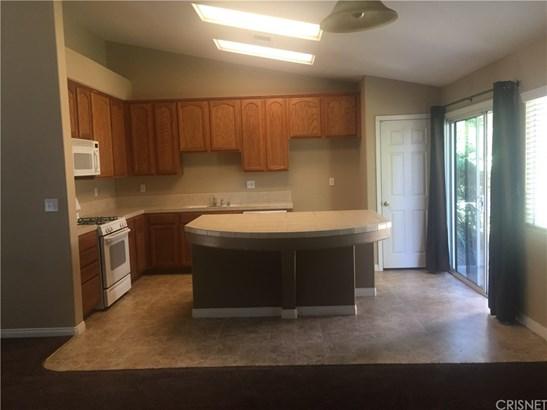 Single Family Residence - Bakersfield, CA (photo 4)