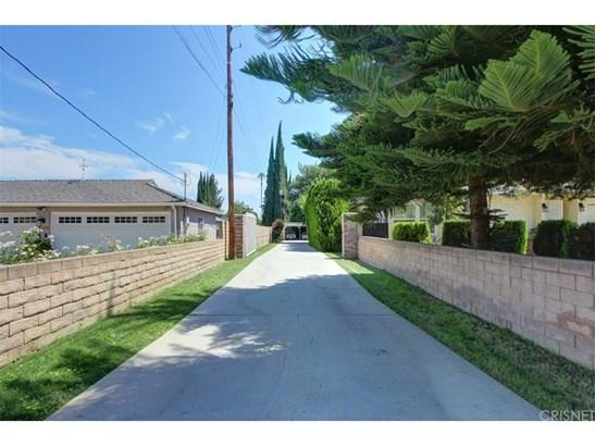 Contemporary,Modern, Single Family Residence - Winnetka, CA (photo 2)