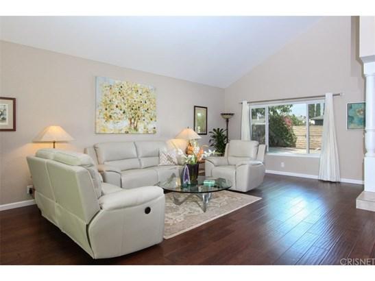 Contemporary,Modern, Single Family Residence - Winnetka, CA (photo 3)
