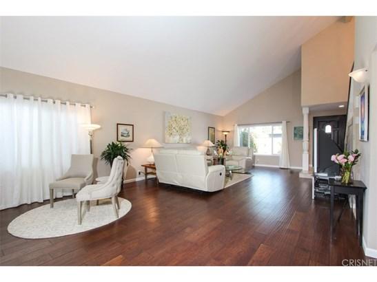 Contemporary,Modern, Single Family Residence - Winnetka, CA (photo 5)