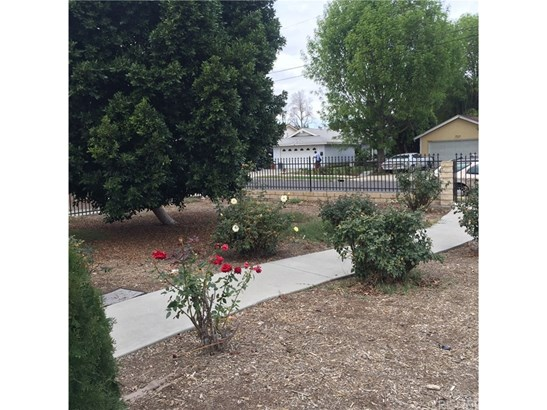 Duplex - Winnetka, CA (photo 3)