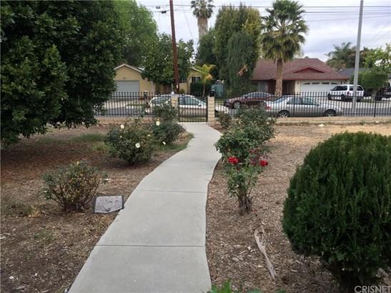 Duplex - Winnetka, CA (photo 4)