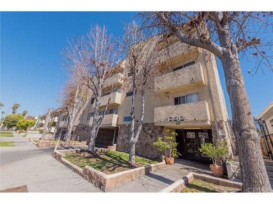 Condominium - Los Angeles, CA (photo 2)