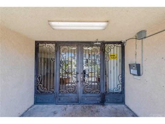 Condominium - Los Angeles, CA (photo 3)