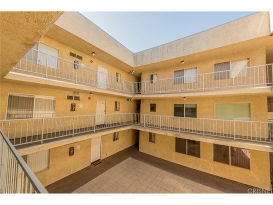 Condominium - Los Angeles, CA (photo 4)