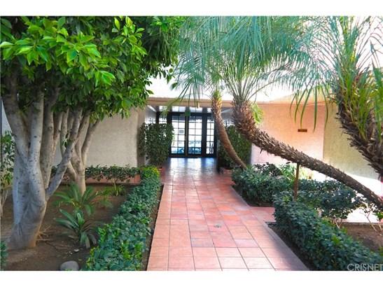 Condominium, Contemporary,Traditional - Tarzana, CA (photo 1)