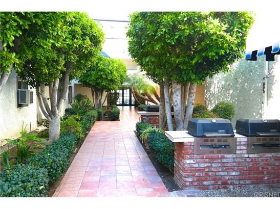 Condominium, Contemporary,Traditional - Tarzana, CA (photo 2)
