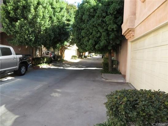 Townhouse - Northridge, CA (photo 4)