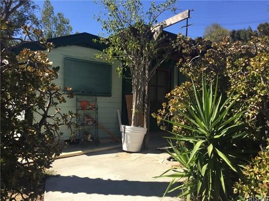 Single Family Residence - Chatsworth, CA (photo 2)
