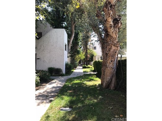 Condominium - Tarzana, CA (photo 5)