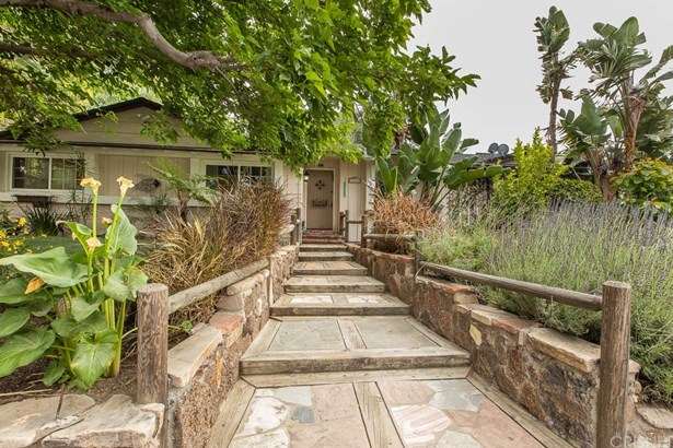 Ranch,Traditional, Single Family Residence - Woodland Hills, CA