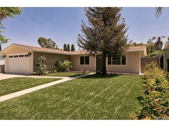 Single Family Residence, Traditional - Canyon Country, CA (photo 2)