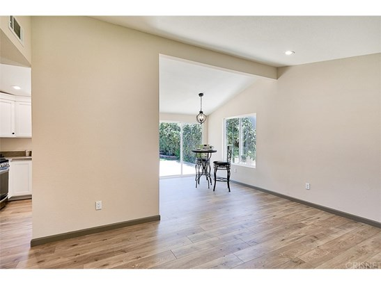 Single Family Residence, Traditional - Canyon Country, CA (photo 4)