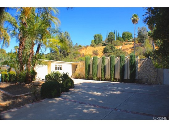 Single Family Residence - Tarzana, CA (photo 3)
