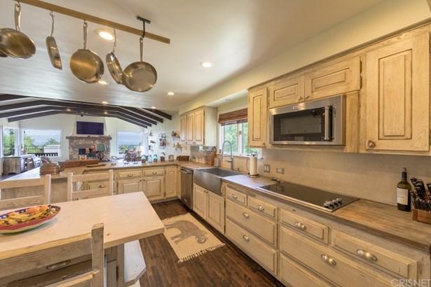 Single Family Residence - Woodland Hills, CA (photo 5)