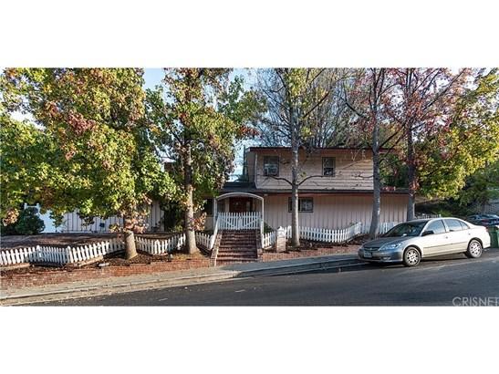 Single Family Residence, Custom Built,Traditional - Woodland Hills, CA