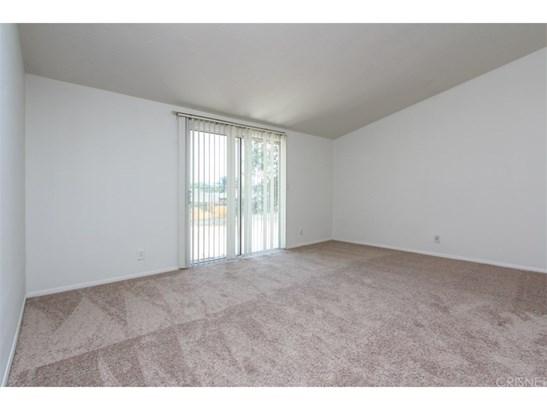 Single Family Residence, Bungalow - Granada Hills, CA (photo 5)