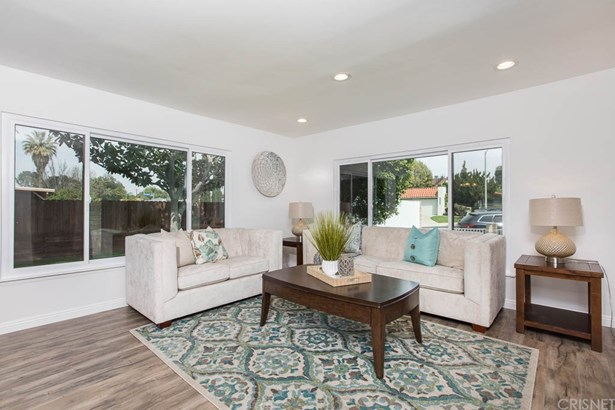 Single Family Residence - Lake Balboa, CA (photo 2)