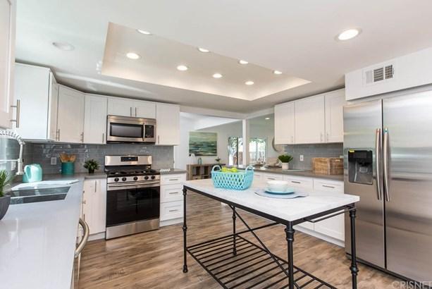 Single Family Residence - Lake Balboa, CA (photo 3)