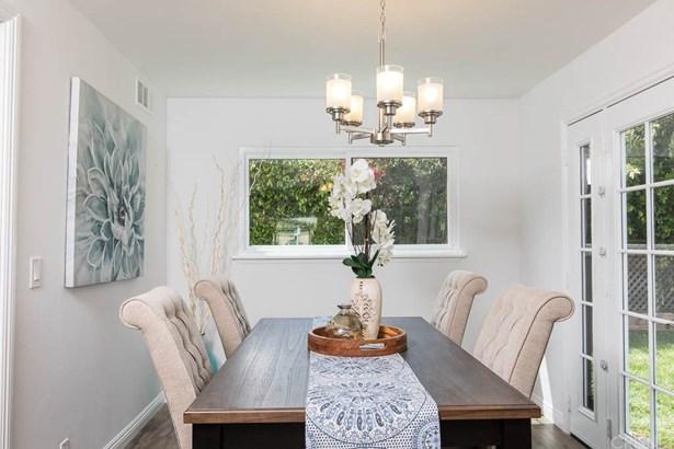 Single Family Residence - Lake Balboa, CA (photo 4)