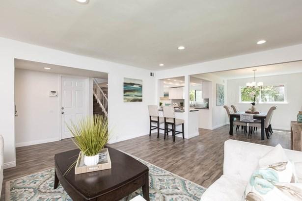 Single Family Residence - Lake Balboa, CA (photo 5)