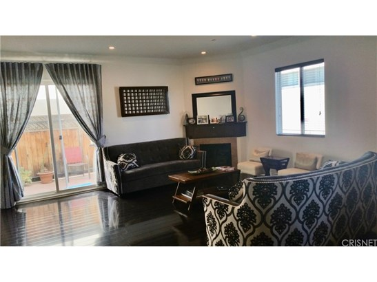 Townhouse, Traditional - Chatsworth, CA (photo 2)