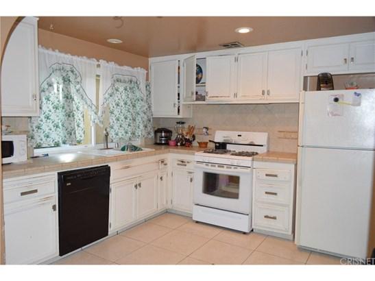 Single Family Residence - Canyon Country, CA (photo 3)
