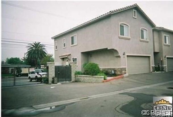 Townhouse, Mediterranean - Winnetka, CA (photo 1)