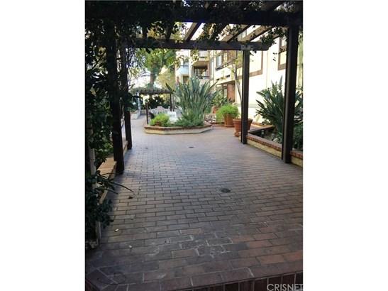 Condominium, Contemporary - Encino, CA (photo 3)