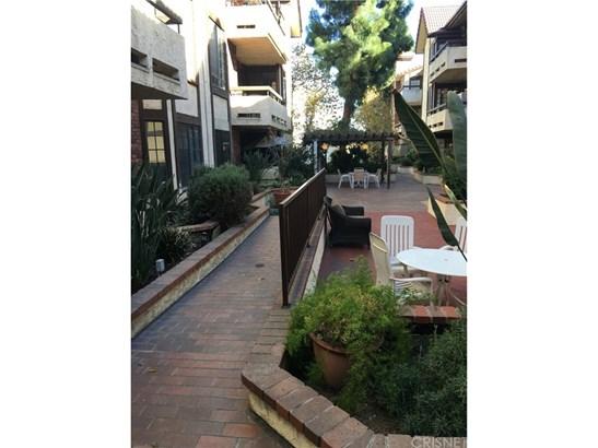Condominium, Contemporary - Encino, CA (photo 4)