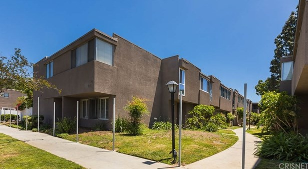 Townhouse - Tarzana, CA (photo 2)